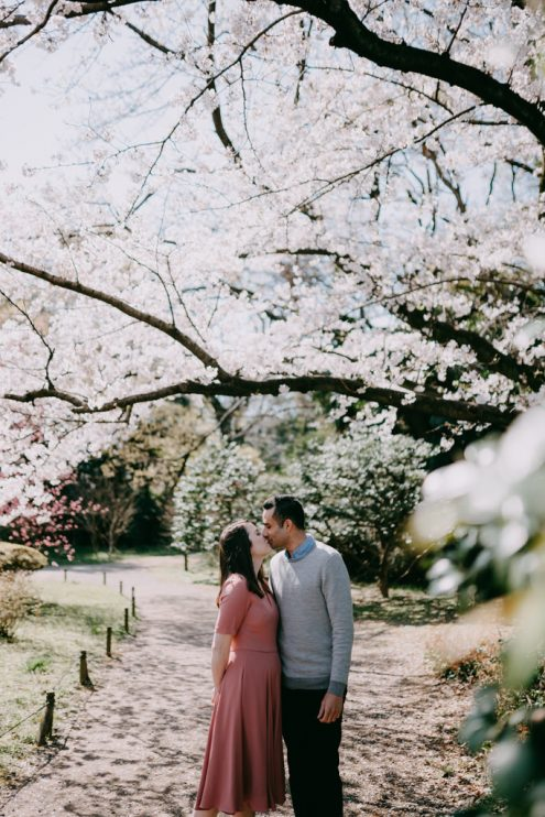Tokyo engagement photography with cherry blossoms - Japan portrait photographer Ippei and Janine