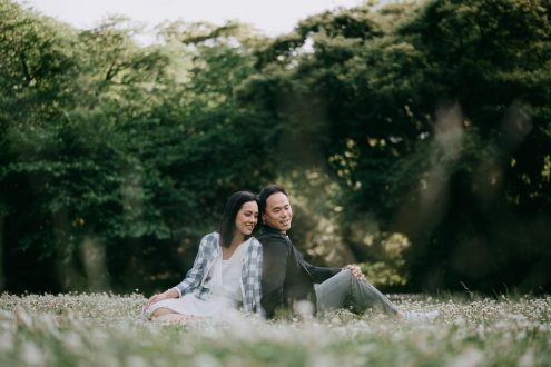 English speaking Tokyo engagement photographer - Japan pre-wedding portrait photography by Ippei and Janine