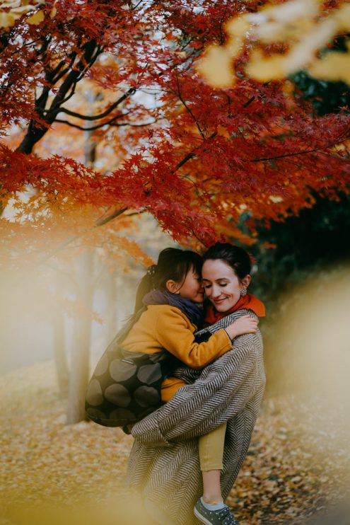 Tokyo autumn family portrait – Tokyo family photographer Ippei and Janine