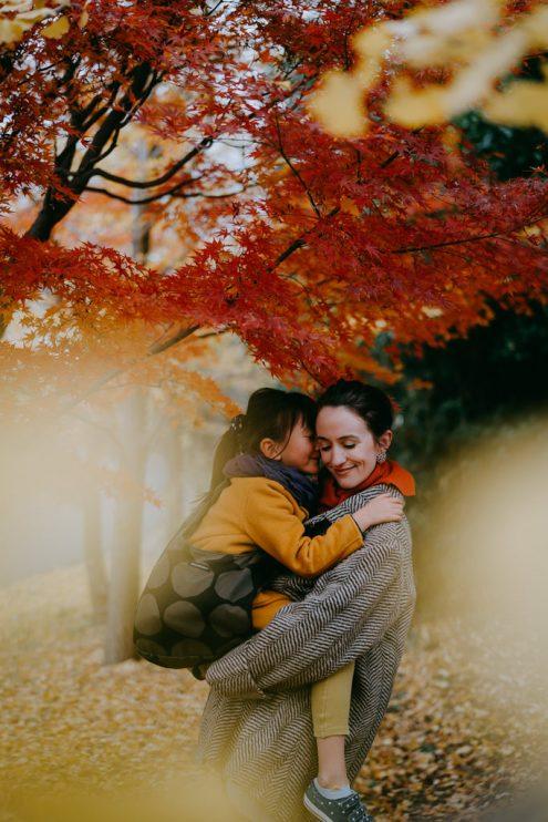 Tokyo autumn family portrait – Tokyo family photographer Ippei and Janine