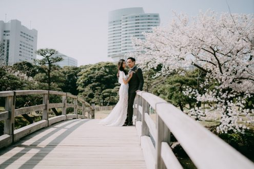 Tokyo elopement wedding photography during cherry blossoms - Japan portrait photographer Ippei and Janine