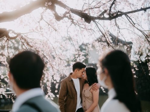 Tokyo engagement photographer - Pre-wedding couple portrait in Tokyo