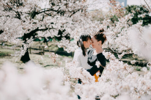 Tokyo cherry blossoms family portrait – Ippei and Janine Photography
